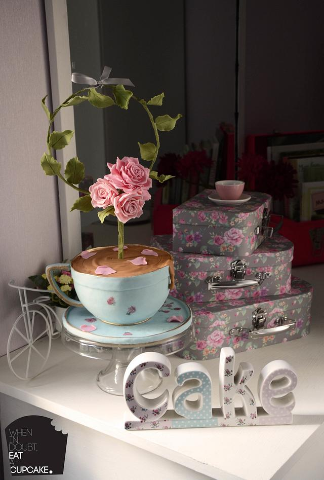 The shabby chic floral wreath teacup cake