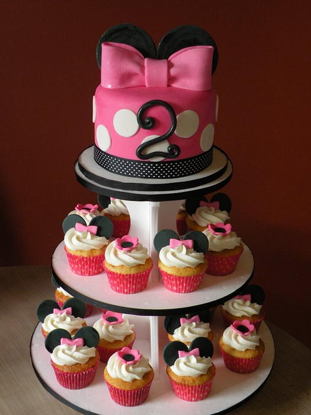 Minnie cupcake tower