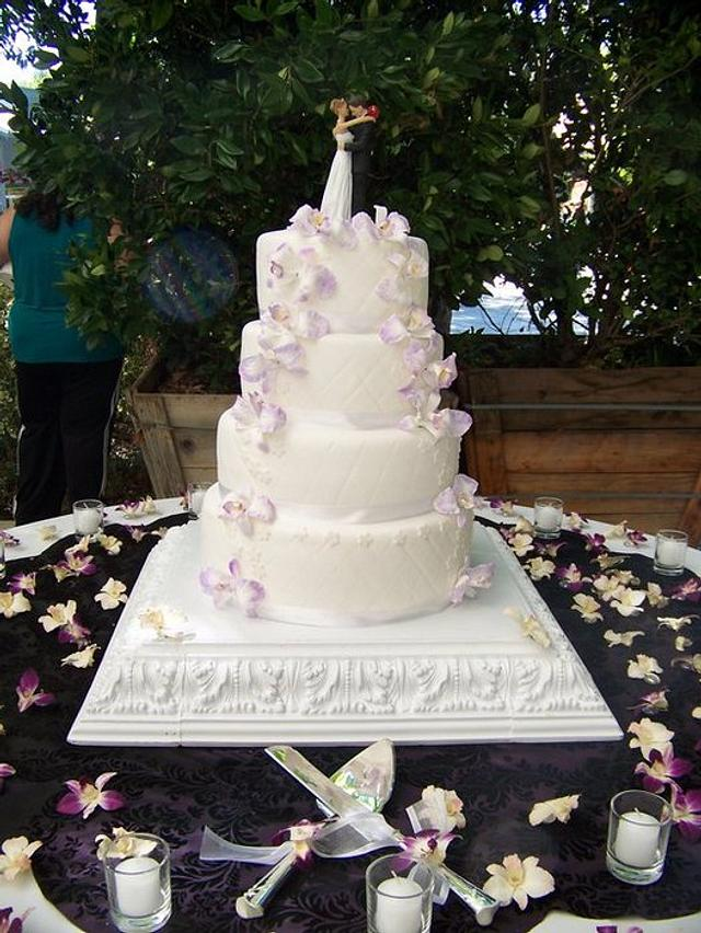 Blanca & Jesse- Wedding cake with orchids
