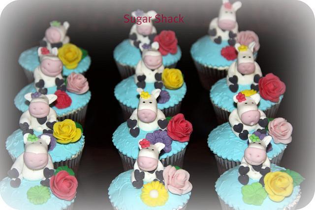 cow theme cupcakes!!