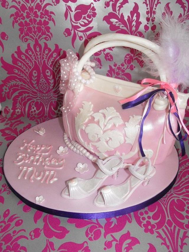 Handbag and shoes cake