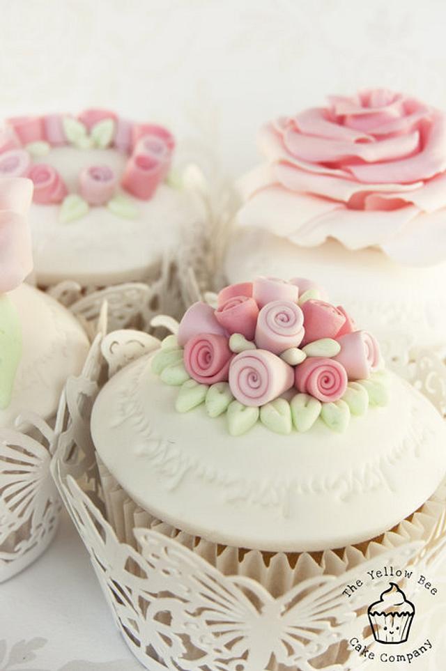 Ring 'o Roses Cupcakes