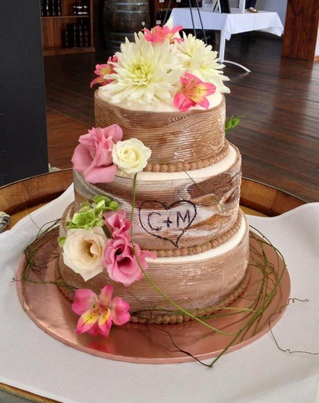 wood grain wedding cake