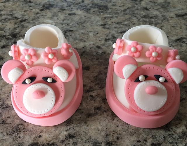 Baby shoes to decorate cake