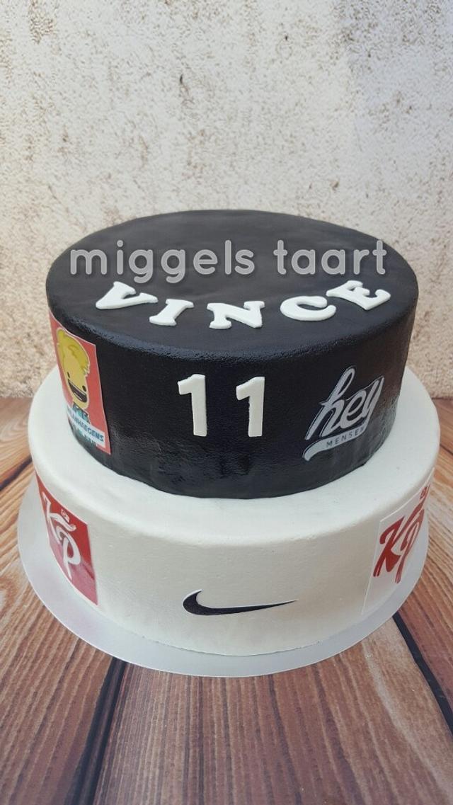 vlogger cake
