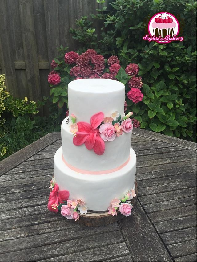 Summer chique vintage wedding cake