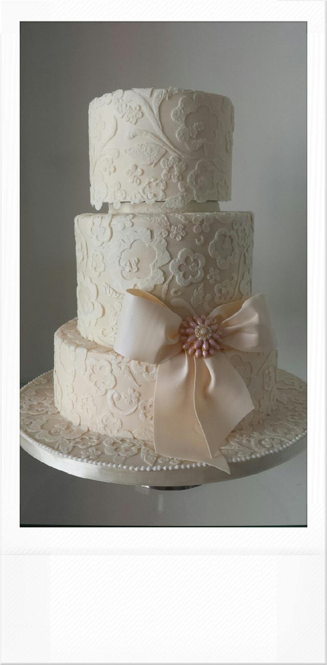 Simple lacy wedding cake