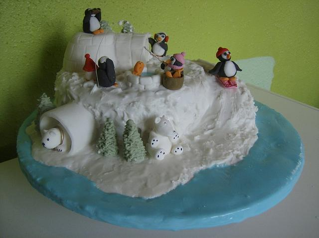 Penguin Snowball Fight!