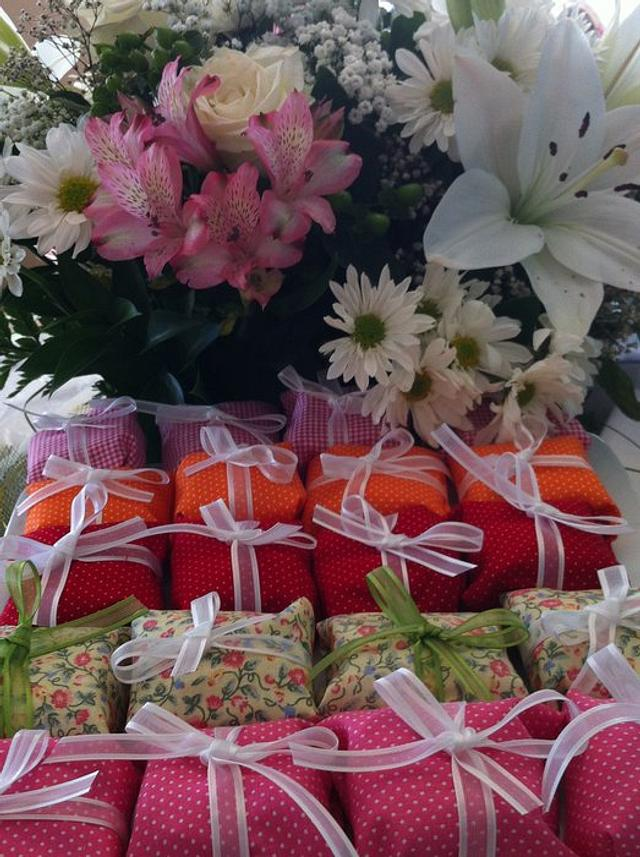 Bem-Casados ( Brazilian favor mini cakes offered in the end of weddings ) : Happily married
