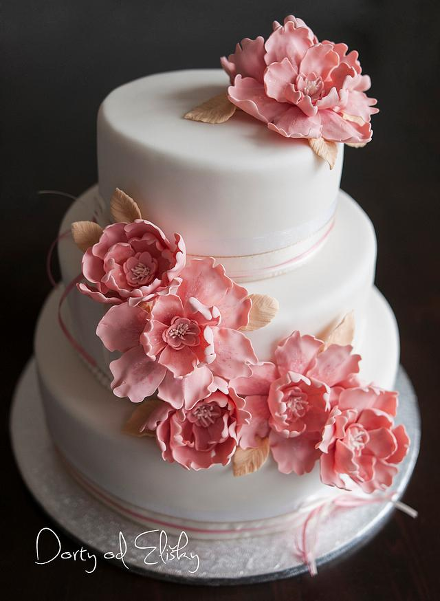wedding cake in oldpink colour
