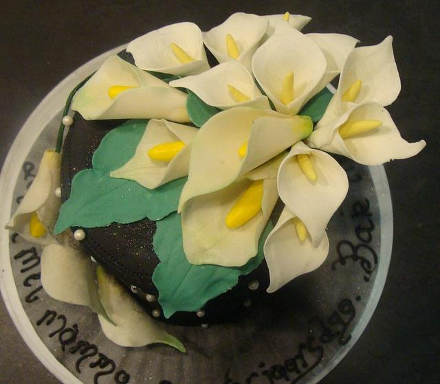 Black and Calla Lilly cake