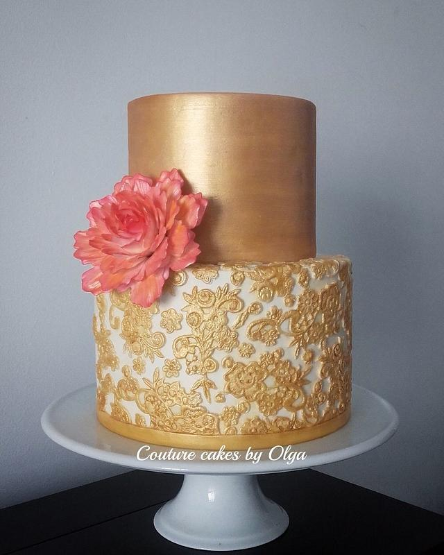 Gold laces cake