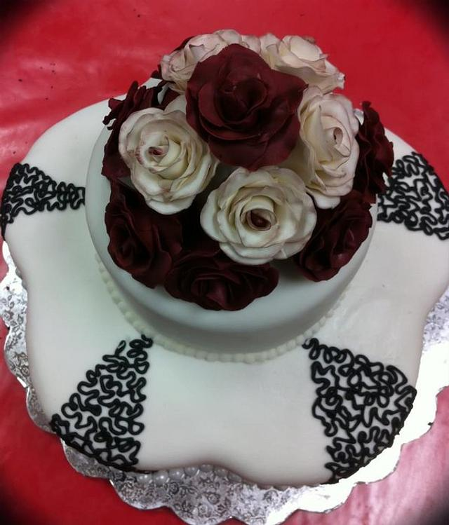 roses and corneli lace cake