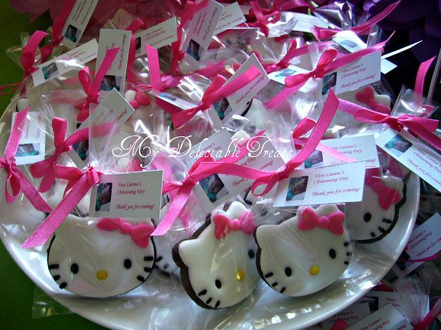 Hello Kitty fondant decorated cookies