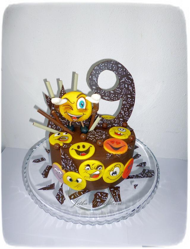 čokoládový dort s marcipánovým zdobením