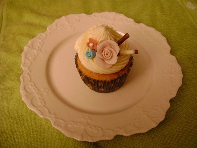 Wedding shower cupcake