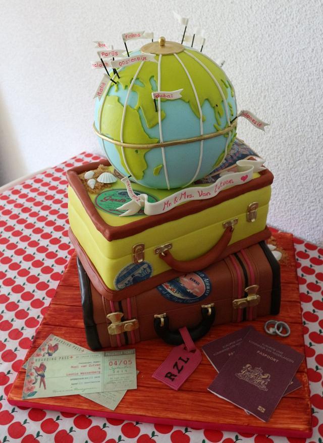 Travel themed weddingcake