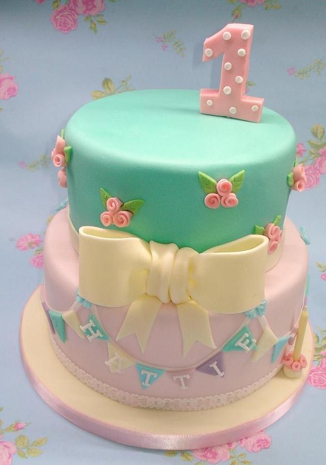 Hattie's pretty 1st birthday cake.