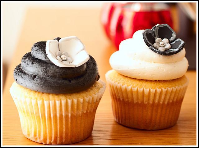 Black, White & Silver Cupcakes