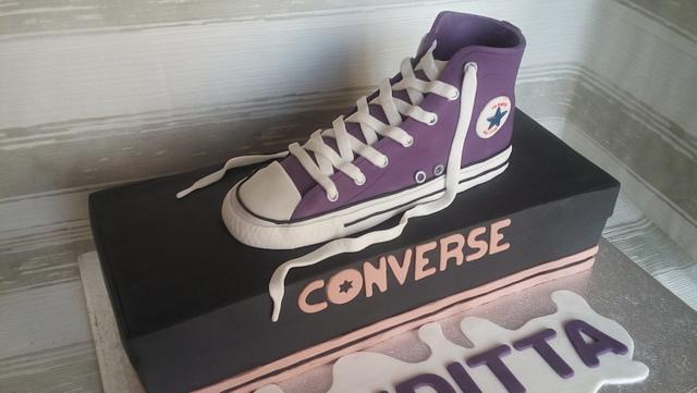 Converse All Star cake