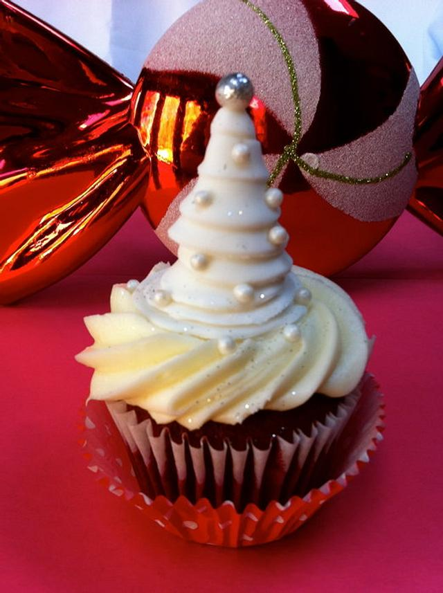 Red Velvet Holiday Cupcakes
