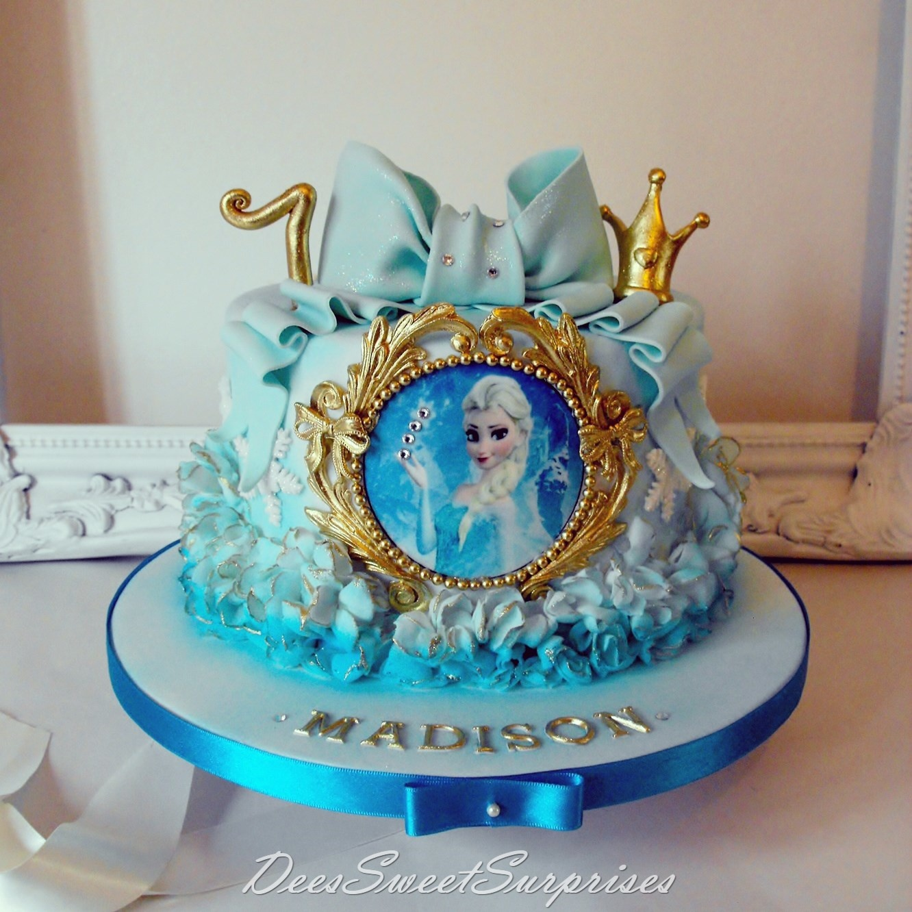 Fantastic Frozen Themed Birthday Cake Cake By Dee Cakesdecor Personalised Birthday Cards Paralily Jamesorg