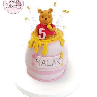 Winnie the pooh honeypot cake