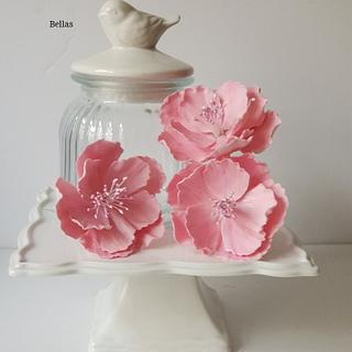 Sugar flowers  - Cake by Bella's Cakes