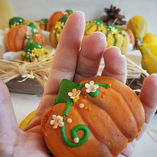 Pumpkin macarons  - Cake by My little cakes