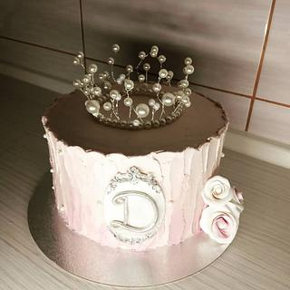 Pearl crown cake