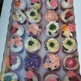 Spring flowers cupcakes - Cake by Ann