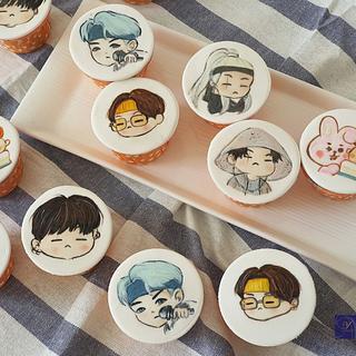Hand Painting K-pop Cupcake