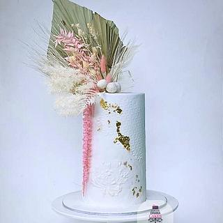 Wedding cake design with dry flowers