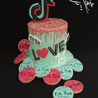Tik Tok cake & cookies - Cake by Diana
