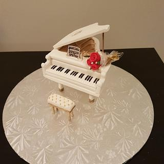 White Piano - Cake by imaginecakes