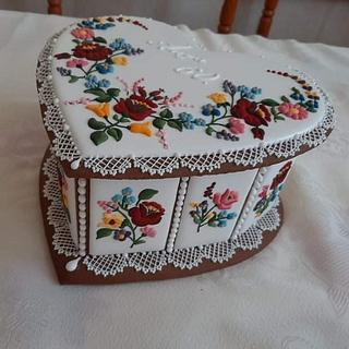 "Gingerbread box with embroidery ""Kalocsa"""