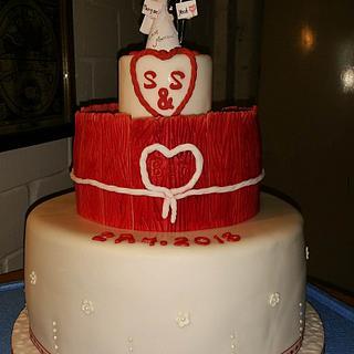 Hochzeitstorte in rot-weiss