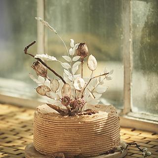Boho buttercream cake with sugar dried flowers