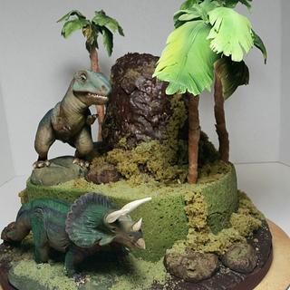 Dinosaurs cake.