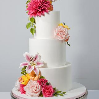 Floral wedding cake with sugar flowers - Cake by Torty Katulienka