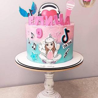 TikTok - Cake by Emily's Bakery