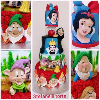 Snowhite and seven dwarf cake