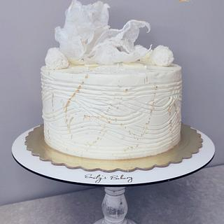 White and gold - Cake by Emily's Bakery