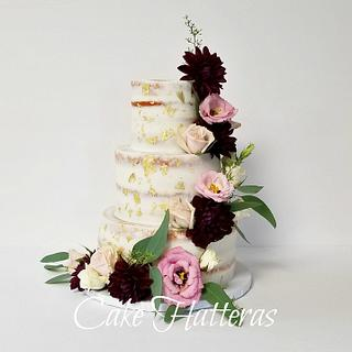 Rustic Iced cake with fresh flowers