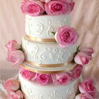 Ivory wedding cake with blush pink roses - Cake by HighTeaTighty