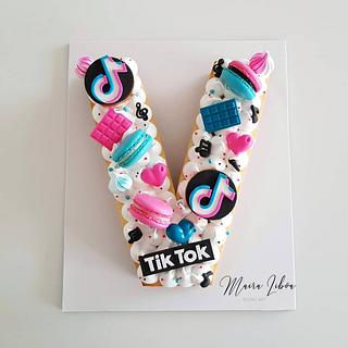 Tik tok - Cake by Maira Liboa