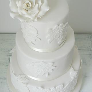 Wedding cake with sugarlace