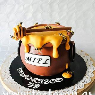 Pro včelaře 😂 - Cake by TartaSan - Damian Benjamin Button