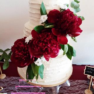 Creamy wedding cake with peonies