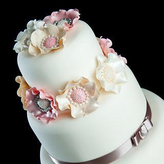 Pastel Brooch Cake